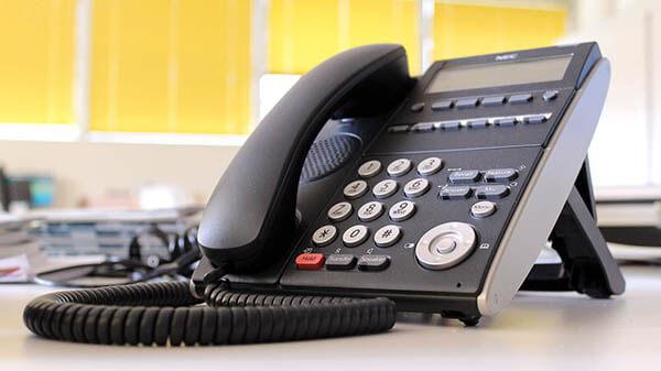 Unter unserer Notfallnummer erreichen Sie zu jeder Tages- und Nachtzeit einen Experten, der Ihnen weiterhilft.